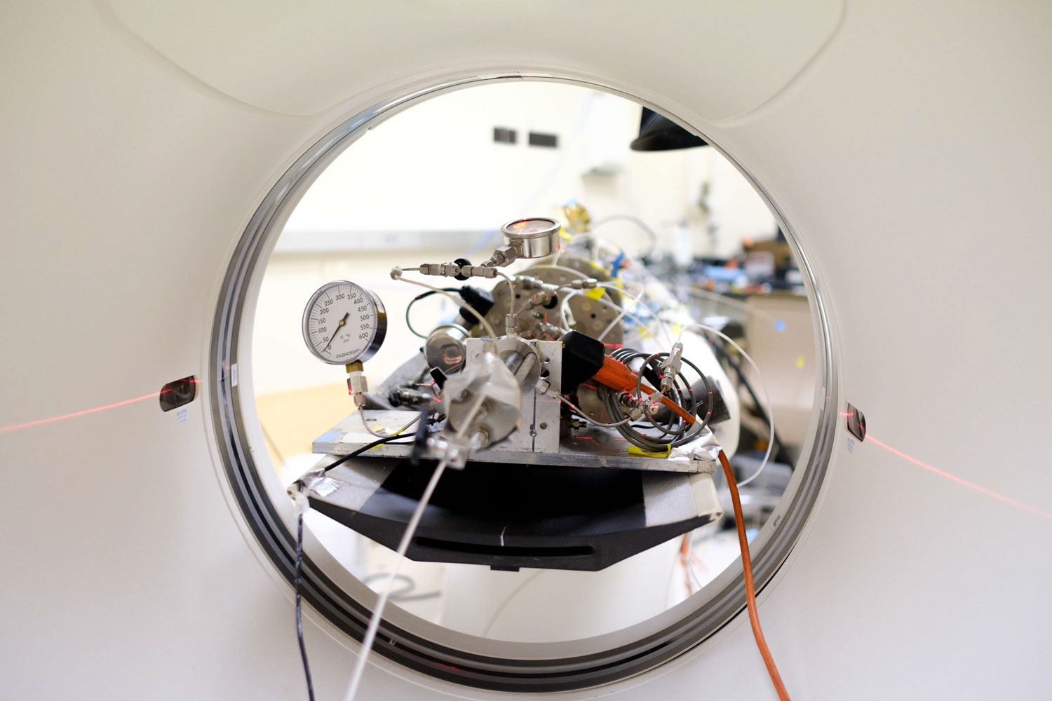 CT scanner containing geology equipment