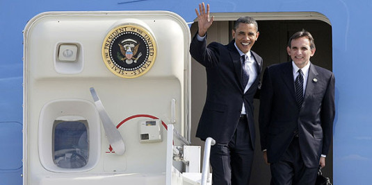 U.S. President Barack Obama (L) waves next to U.S ambassador in Mexico Carlos Pascual as they arrival at the International airport in Guadalajara City August 9, 2009. U.S. President Barack Obama, Canadian Prime Minister Stephen Harper and Mexican President Felipe Calderon will meet in Guadalajara to attend a summit of North American leaders on August 9 and 10.
