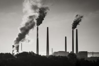 coal-fired power plant belching smoke / Robert S. Donovan