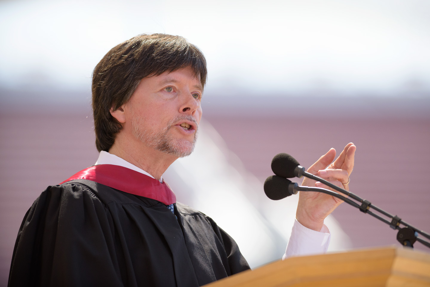 Filmmaker Ken Burns delivers the Commencement address.