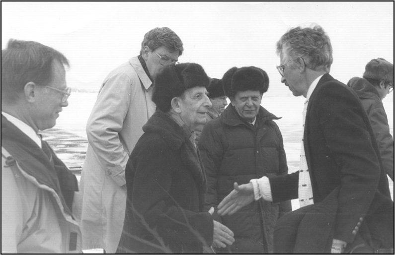 Siegfried Hecker greets Russian physicist Yuli Khariton in 1992.