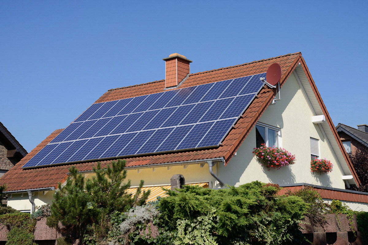 Stanford engineers create a low cost battery for storing for Solar energy house designs