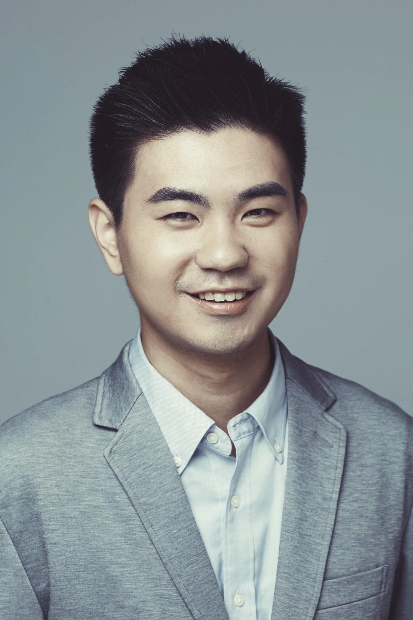 "portrait of Qitong ""Thomas"" Cao"