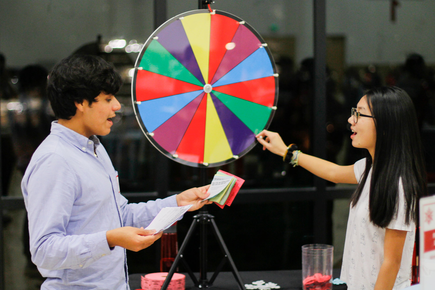 "Students test their financial literacy at a ""Wheel of Fortune"" at at the Frosh Winter Warm-Up sponsored by Undergraduate Advising and Research."