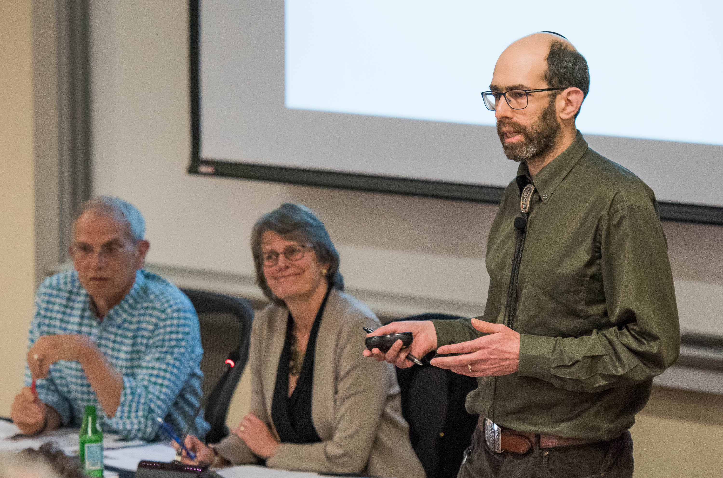 David Goldhaber-Gordon addresses the Faculty Senate on April 12, 2018