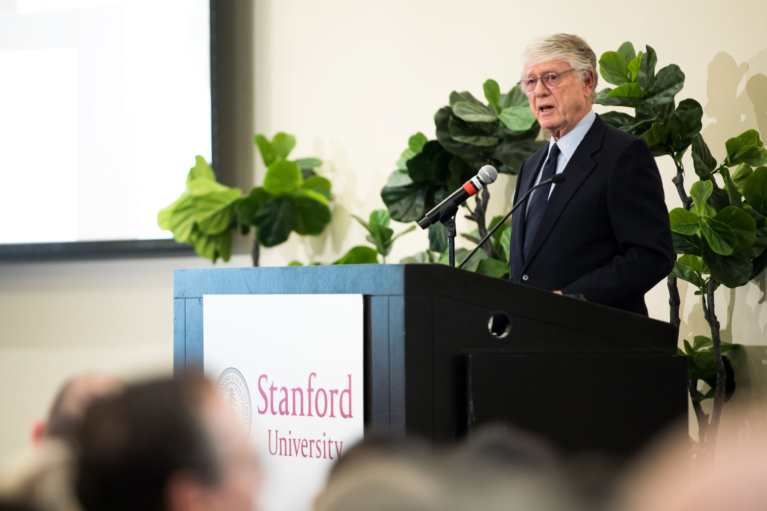 journalist Ted Koppel at the lectern speaking to a Stanford audience