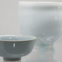 Japanese artists. Sansei Suzuki crafted the traditional sake cup on the left and Tsubusa Kato produced the contemporary tea cup on the right.