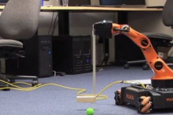 Robotic arm putting with a golf club
