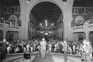 Linus Pauling standing ovation