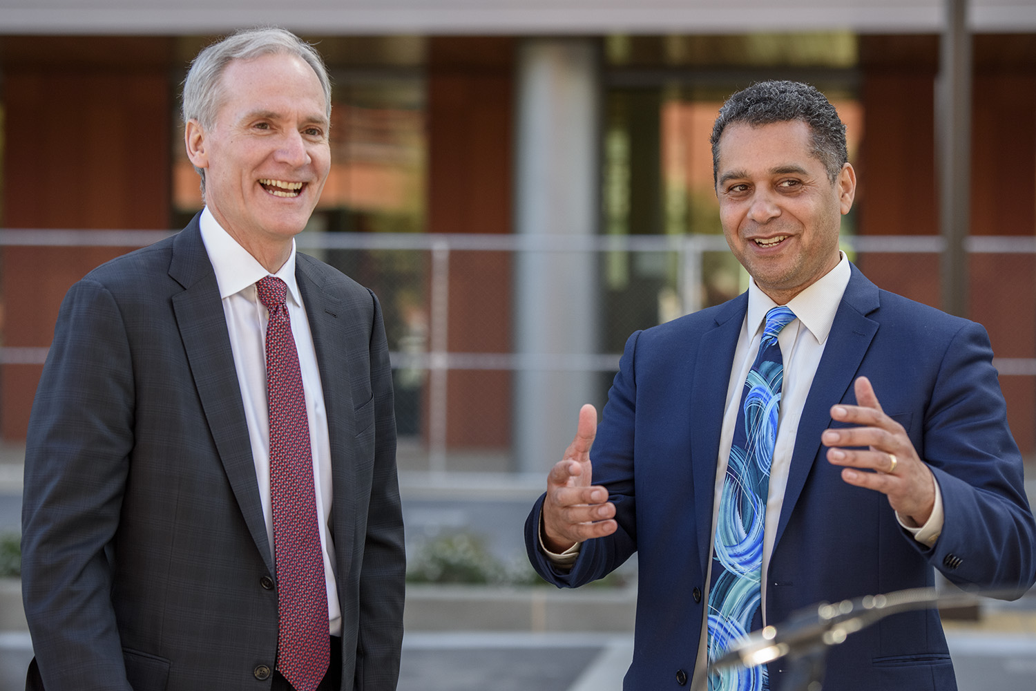 President Marc Tessier-Lavigne and Redwood City Mayor Ian Bain after the ribbon cutting at the Stanford Redwood City Campus.