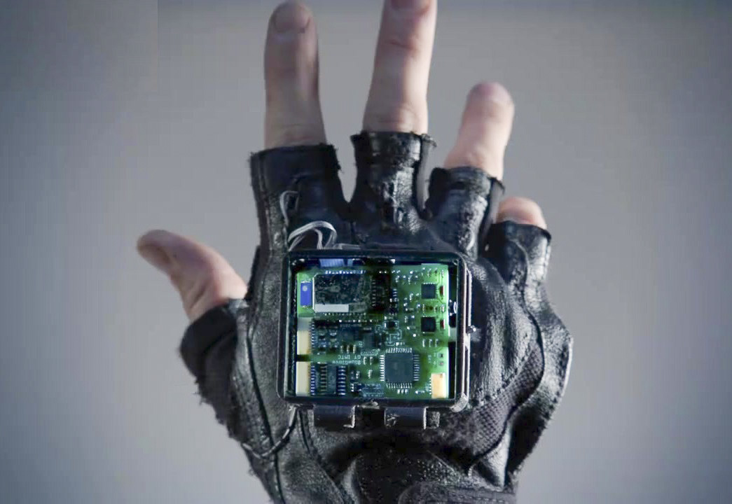 A new glove being developed by Georgia Tech and Stanford researchers aims to treat symptoms of stroke through vibration.