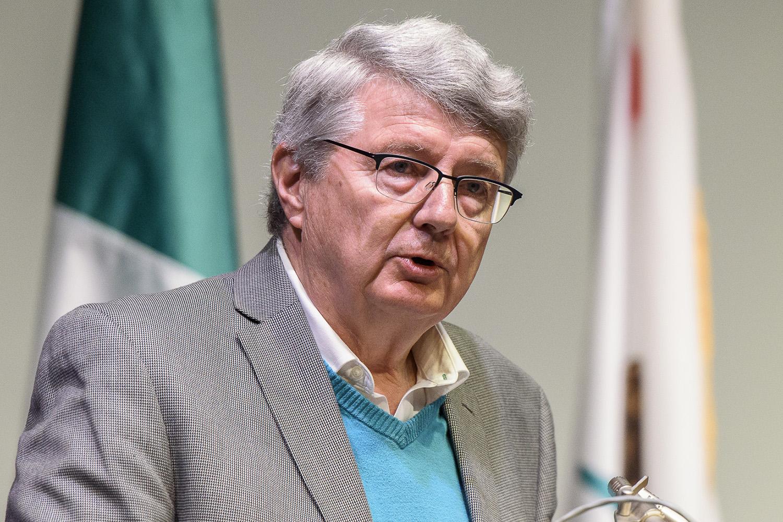 Bruce Cain wins Roland Volunteer Service Prize