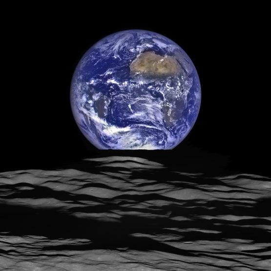 Earth rise image