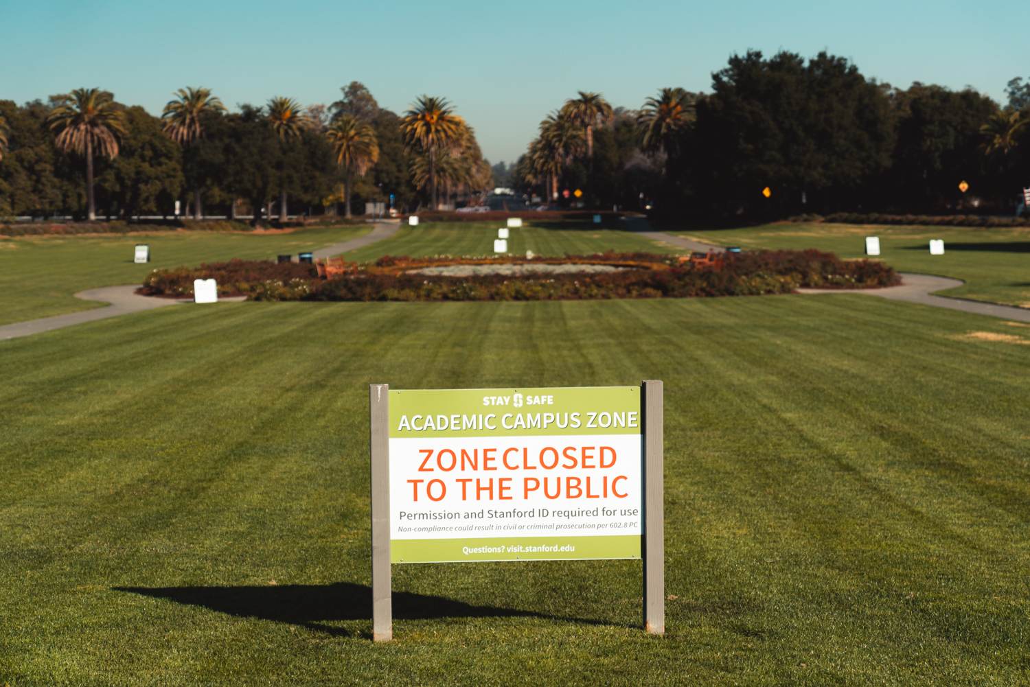 photo of sign at the Oval announcing area closed to public during pandemic